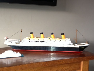 knock-off lego Titanicitty bitty iceberg